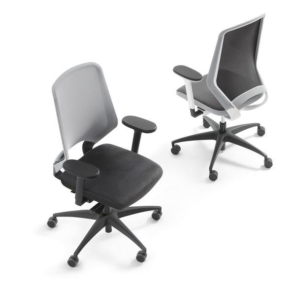 Немецкое офисное кресло Esencia дизайнера Daniel Figueroa 5D подлокотники черные или белые на выбор комбинированное сидение, спинка сетка в белой или черной рамке, крестовина черная, графит, алюминий  натуральный или полированный